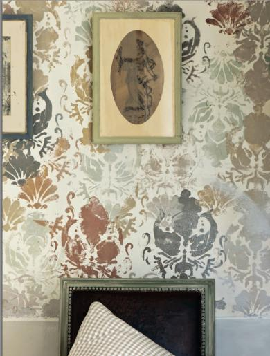P-stencilled-wall-sloan